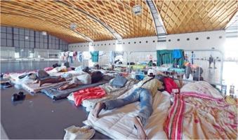 Flüchtlinge in Notunterkunft