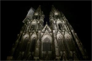 Kölner Dom im Dunkeln