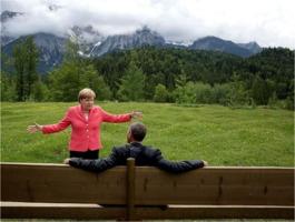 Michael Kappeler: Angela Merkel and Barack Obama at Schloss Elmau in June 2015