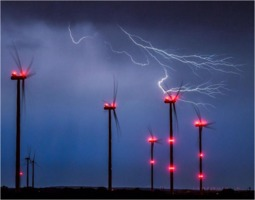 Lightning strikes wind turbines