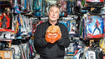 Alec Baldwin with Trump mask