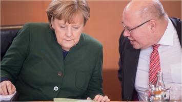 Bundeskanzlerin Angela Merkel and Kanzleramtsminister Peter Altmaier