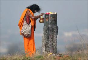 Hindu praying to Shiva